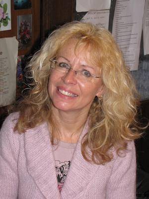 seit 18 Jahren Lehrerin, geprüfte Sportlehrerin, sie unterrichtet Deutsch, Biologie und Geschichte